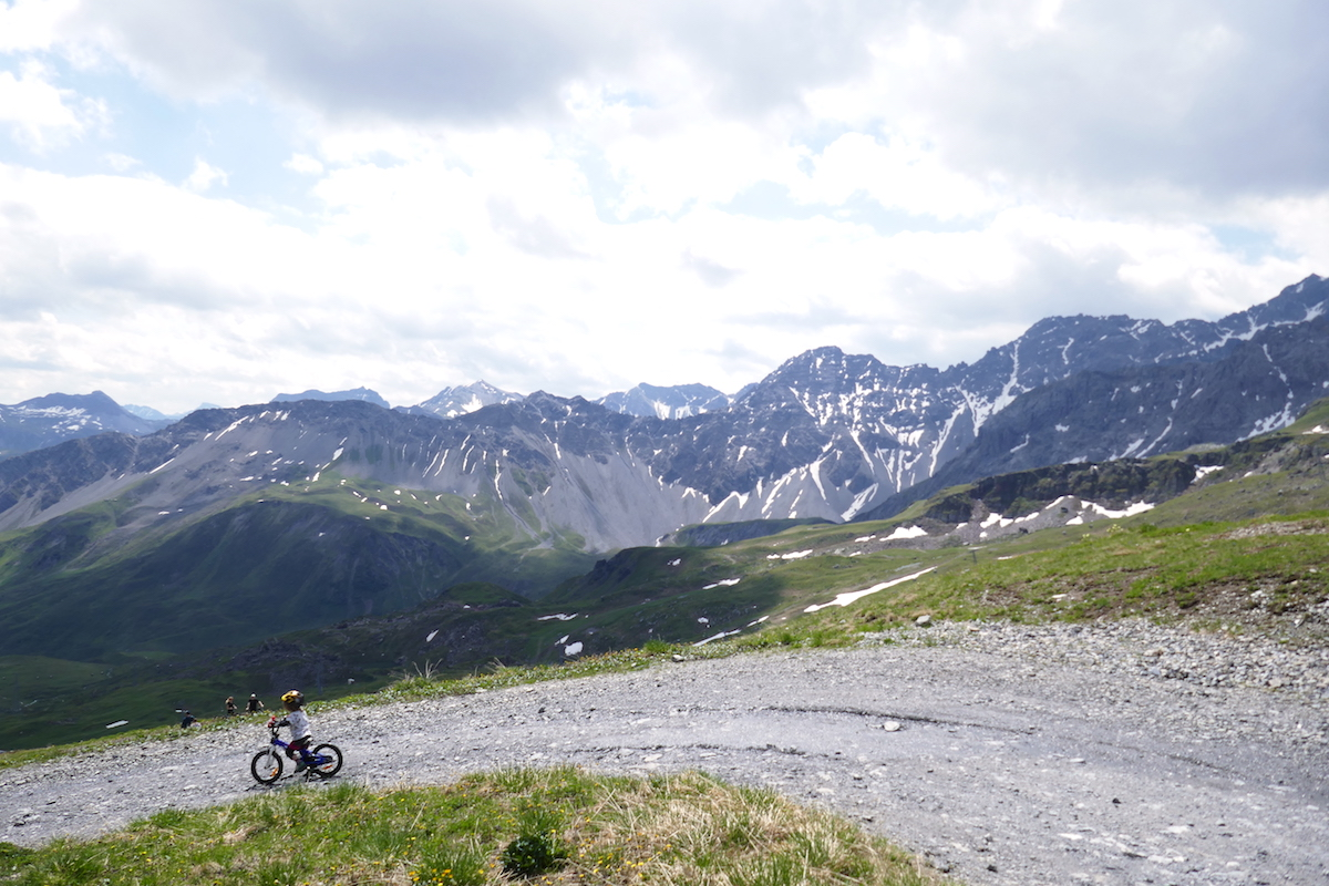 Mit dem Fahrrad ins Arosa Bärenland