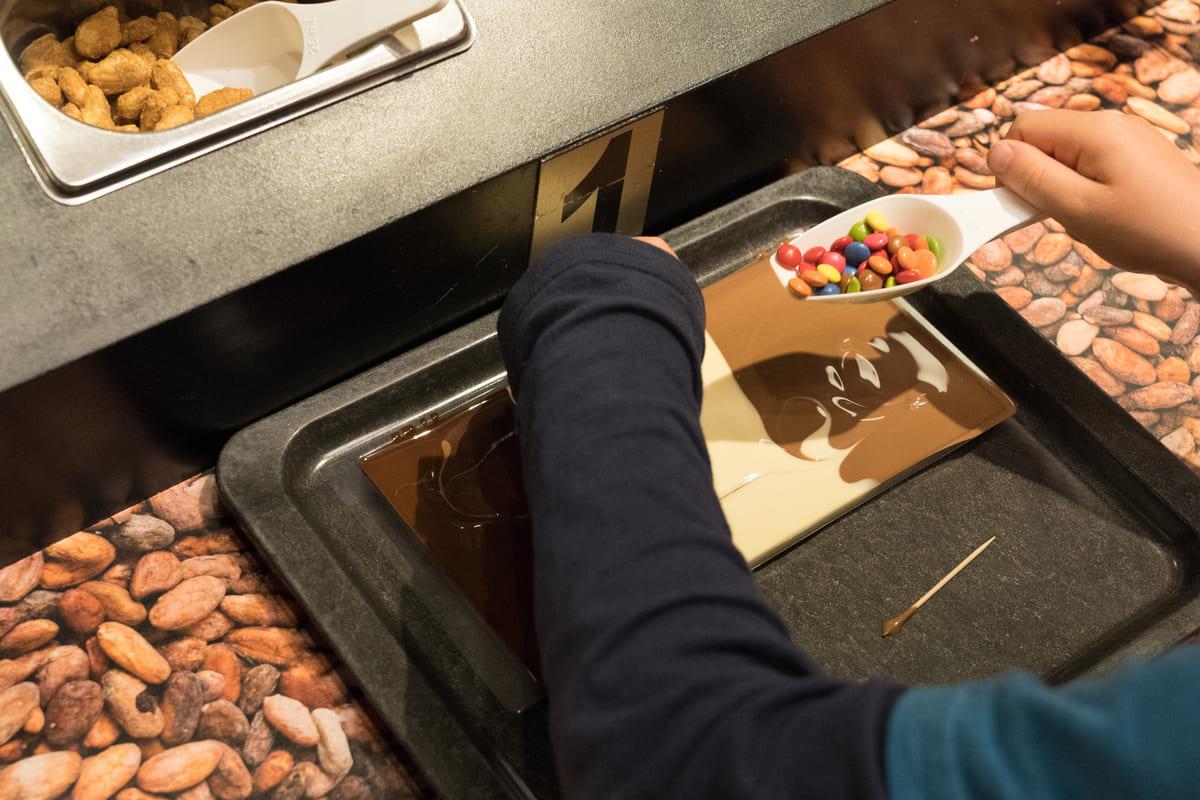 ChocoWelt Aeschbach Chocolatier Schokoladentafel machen